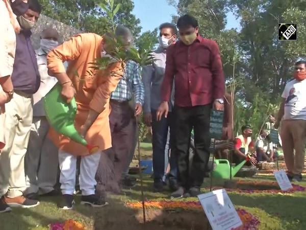 BJP youth wing plants 70 tress at Delhi's Lodhi Garden on PM Modi's 70th birthday