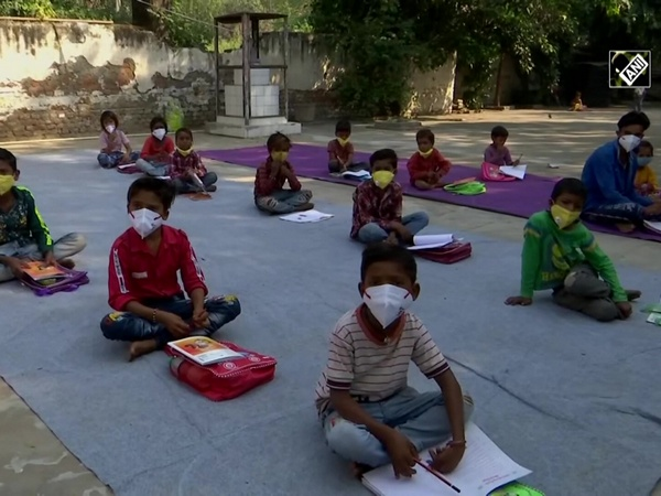 Delhi cop becomes ray of hope for underprivileged children, offers free classes