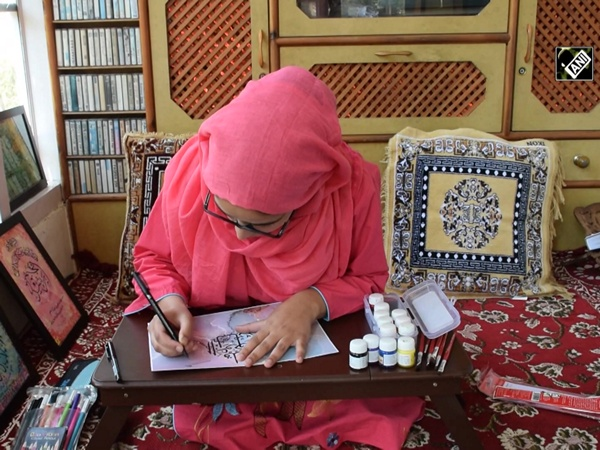 21-yr-old J&K girl keeps her father's art of calligraphy alive