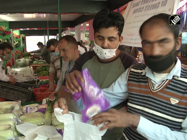 First organic vegetable market introduced in J&K's Srinagar