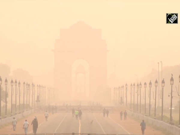Cyclists face breathing problem amid rising pollution in Delhi