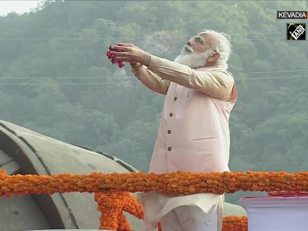 PM Modi pays tribute to Sardar Patel at 'Statue of Unity' on his birth anniversary