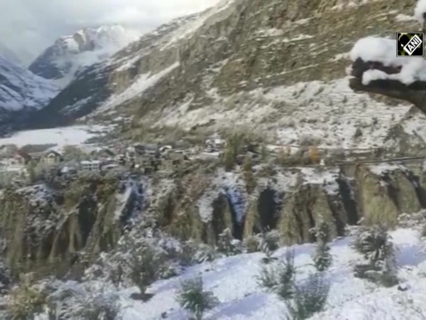 Himachal Pradesh turns white after fresh snowfall