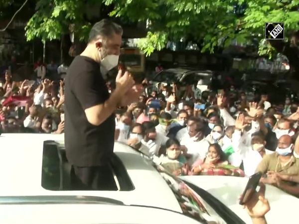 Kamal Haasan greets fans outside his residence on his b'day