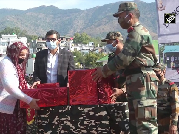 Indian Army felicitates corona warriors in J&K's Poonch