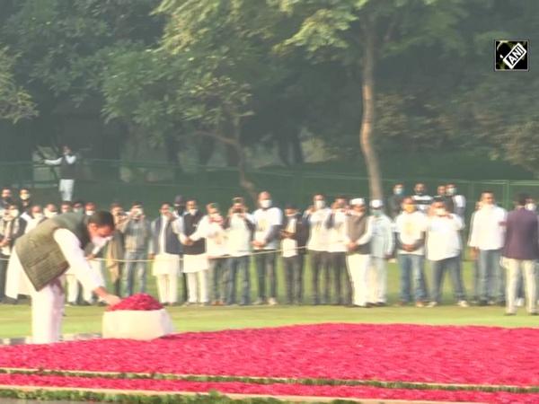 Rahul Gandhi pays tribute to Indira Gandhi on her birth anniversary