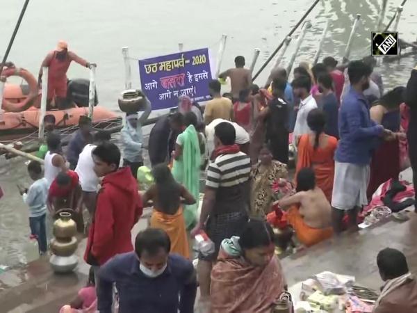 Chhath Puja: Devotees flock to Ganga ghat in Patna on 'Kharna'