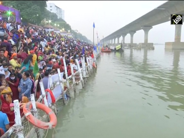 Chhath Puja: Devotees flock to ghats to perform rituals