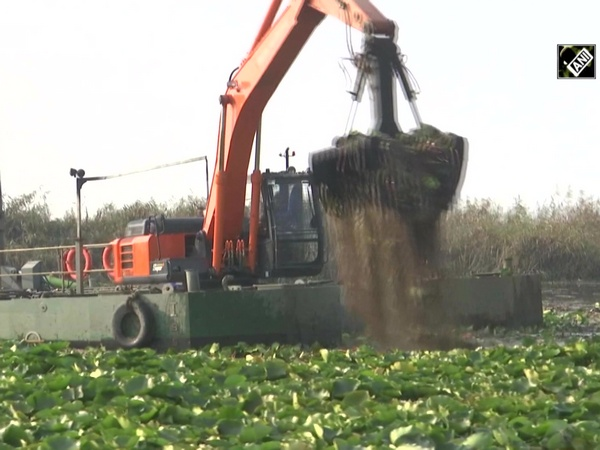 High tech machines boost cleaning process of Dal Lake