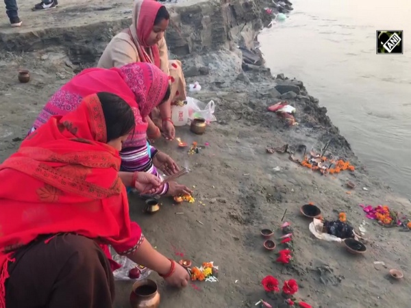 Devotees flock to Triveni Sangam on occasion of 'Kartik Purnima'