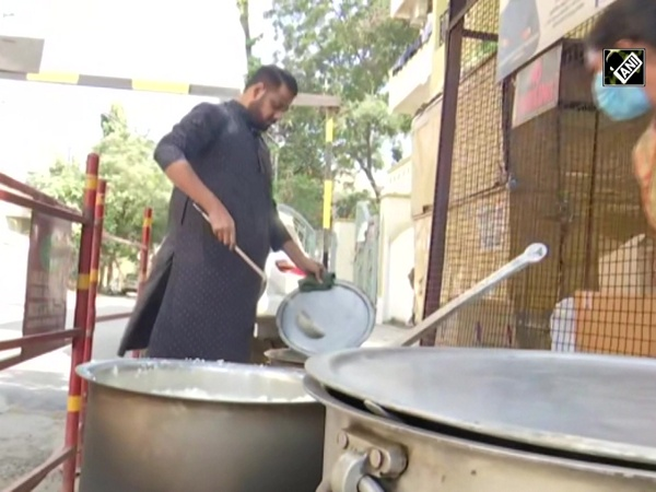 Hyderabad man serving free food, humanity for past 10 years