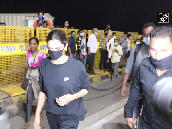 Deepika Padukone, Ananya Panday clicked at Gateway of India