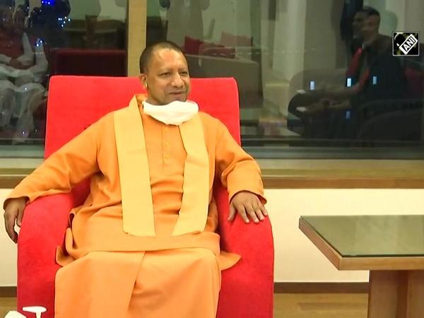 CM Yogi meets Akshay Kumar in Mumbai