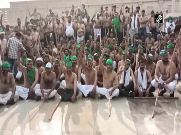 Farmers of Bhartiya Kisan Union Lok Shakti begin their march to Delhi bare-chested