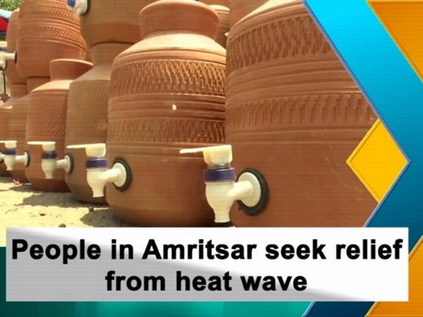 People in Amritsar seek relief from heat wave