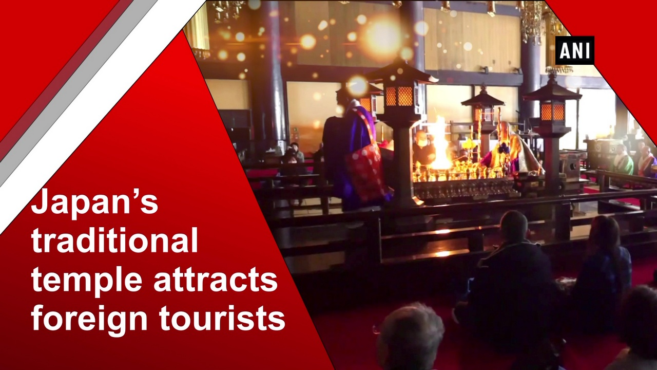 Japan's traditional temple attracts foreign tourists