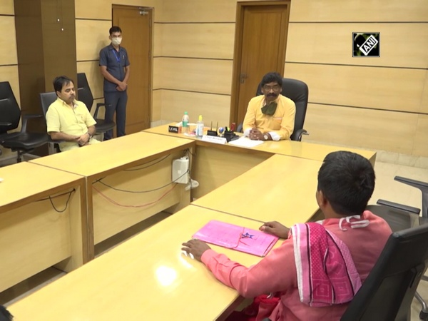 Shravani Mela: Jharkhand CM meets with district collectors of Deoghar, Dumka
