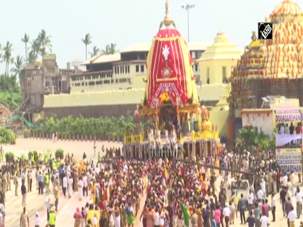 Lord's Chariot stops mid-way during Bahuda yatra in the honour of Muslim devotee