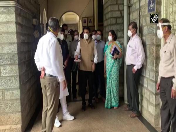 COVID-19: Karnataka Medical Education Minister visits Victoria Hospital in Bengaluru