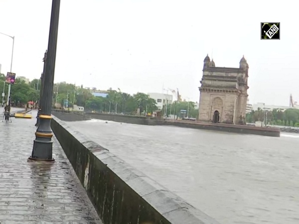 Mumbai braces for cyclone Nisarga, strong winds hit city