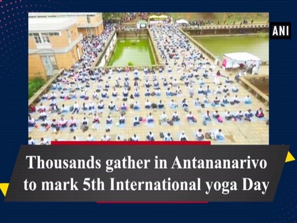 Thousands gather in Antananarivo to mark 5th International yoga Day