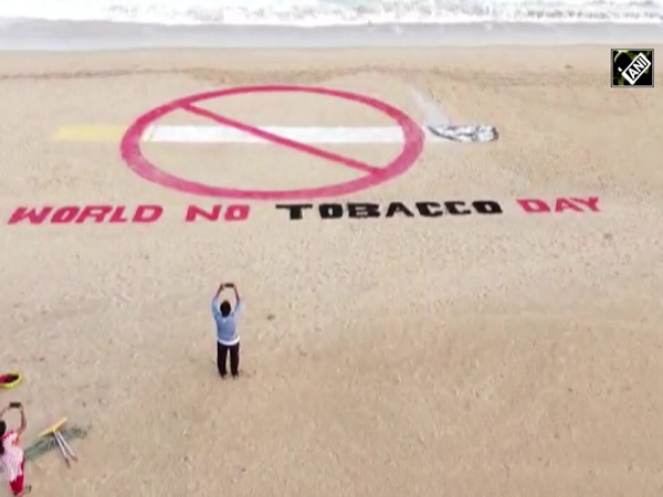 World No Tobacco Day: Sudarshan Pattnaik urges people to quit smoking through his art