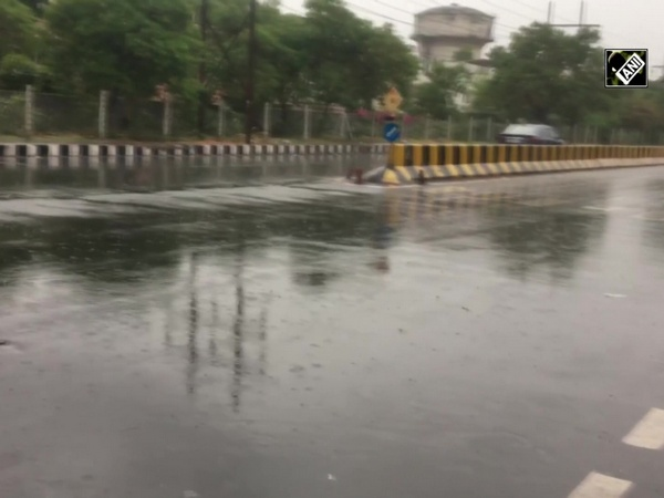 Delhi continues to receive light rains, roads waterlogged near Haryana border