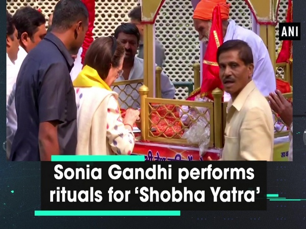 Sonia Gandhi performs rituals for 'Shobha Yatra'